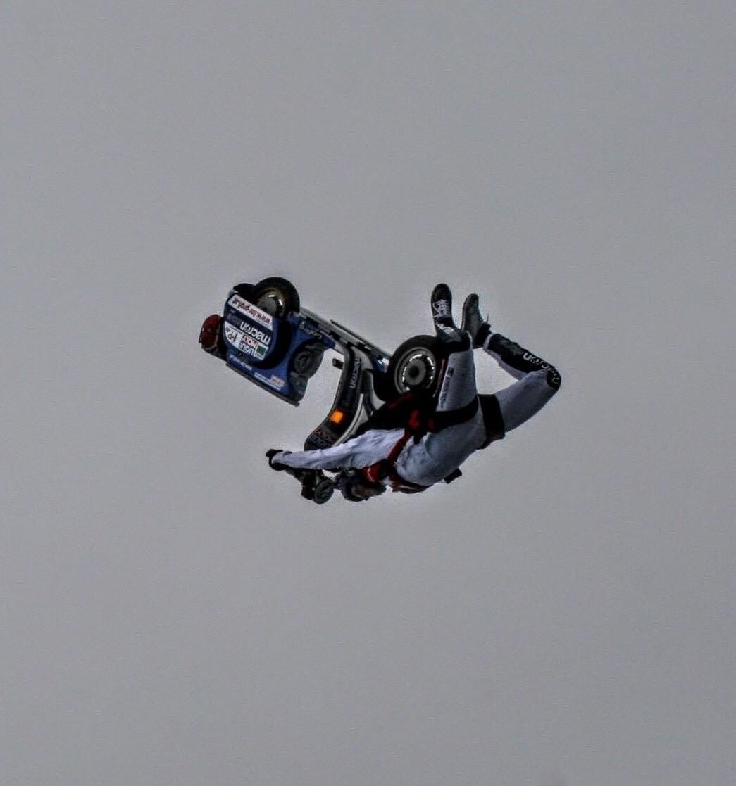 Vespa, un volo da 4000 metri con spettac