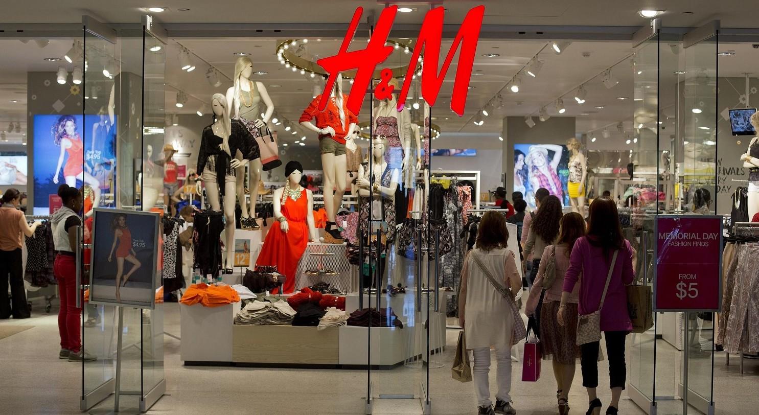 Vestiti H&M negli inceneritori bruciati