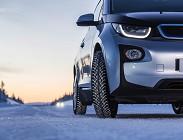 Assicurazione auto ibrida costa meno