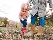 Bambini genitori camminare Coronavirus