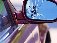 Specchietto auto rotto per leggi 2020