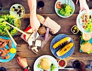 Vegetariani, carnivori, crudisti, fruttariani