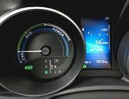 Risparmiare carburante con auto ibrida
