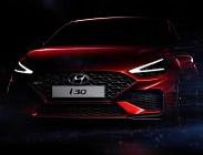 A grandi passi verso la nuova versione di Hyundai i30 di cui stanno emergendo i primi dettagli sul design in attesa di conoscere le informazioni ufficiali su motori e specifiche tecniche, prezzo e dotazioni. Ma non ci sar� molto da attendere perch� s