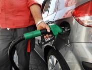 Pagamenti benzinaio, cash, carte di credito, carte di debito, carte prepagate