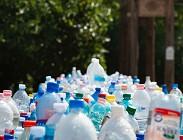 Riutilizzare le bottiglie di acqua